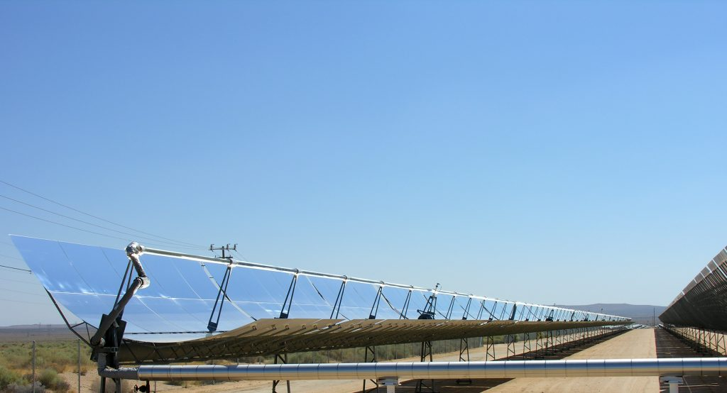 Parabolic_trough_solar_thermal_electric_power_plant_1