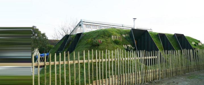 maison isolée avec la terre